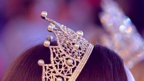 kobieta finalista piękno konkurs, wykonuje na scenie, zwycięzca chybienie piękna Wszechrzeczy światowy konkurs, diament zbiory