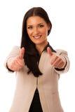 Kobieta gestykuluje sukces z aprobatami i dużym szczęśliwym uśmiechem Zdjęcie Royalty Free