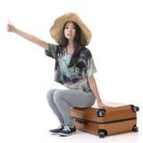 Kobieta hitchhiking Obraz Royalty Free