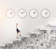 Kobieta iść na piętrze, czasu bieg Fotografia Stock