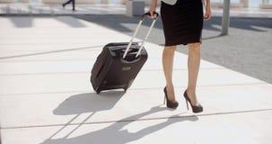 Kobieta iść na podróży służbowej zbiory wideo