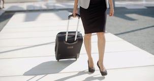 Kobieta iść na podróży służbowej zbiory
