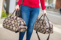 Kobieta i bagaż Zdjęcie Royalty Free