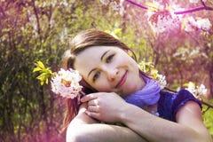 Kobieta i czereśniowy okwitnięcie - wiosna, magia Zdjęcie Stock