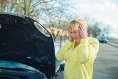 Kobieta i jej samochód Obraz Stock
