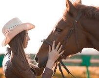 Kobieta i koń zamknięty portret Zdjęcie Royalty Free