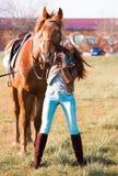 Kobieta i koń zamknięty portret Zdjęcia Stock