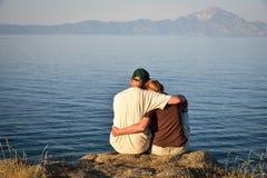 Kobieta i mężczyzna na wierzchołku wzgórze zdjęcie stock