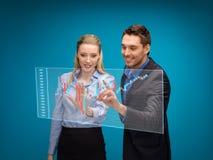 Kobieta i mężczyzna pracuje z rynek walutowy mapą Obraz Royalty Free
