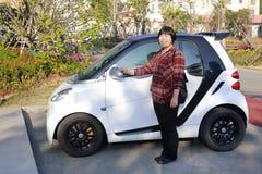 Kobieta i mały samochód, adobe rgb Fotografia Stock
