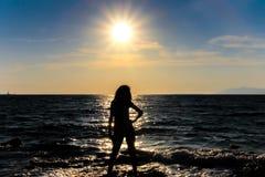 Kobieta i słońce fotografia stock