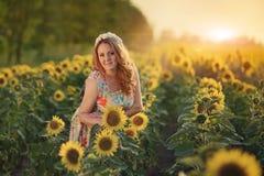 Kobieta i słonecznik Zdjęcia Stock