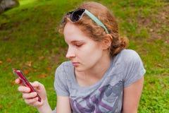 Kobieta i smartphone Obraz Stock