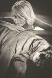Kobieta i tygrys zdjęcia royalty free