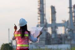 Kobieta inżynier przy elektrownią Obrazy Stock