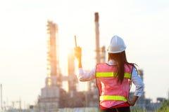 Kobieta inżynier przy elektrownią Obraz Royalty Free