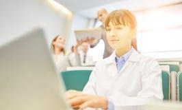 Kobieta jako uczeń w lekarza szkoleniu obrazy royalty free