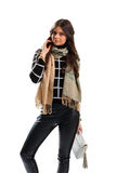 Kobieta jest ubranym beżowego szalika Zdjęcia Royalty Free