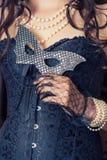 Kobieta jest ubranym czarnego gorsecika obraz royalty free