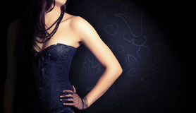 Kobieta jest ubranym czarnego gorsecika zdjęcia stock