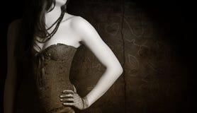 Kobieta jest ubranym czarnego gorsecika fotografia royalty free