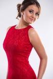 Kobieta jest ubranym czerwieni suknię Fotografia Royalty Free