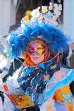 Kobieta jest ubranym kolorową maskę podczas karnawału Wenecja zdjęcie stock