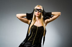 Kobieta jest ubranym maskę przeciw Fotografia Royalty Free