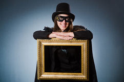 Kobieta jest ubranym maskę w sztuki pojęciu zdjęcie royalty free