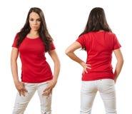 Kobieta jest ubranym pustego czerwonego koszulowego przód i plecy fotografia stock