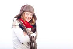 Kobieta jest ubranym różnych szaliki i kapelusz Zdjęcia Royalty Free
