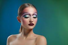 Kobieta jest ubranym sztuki makeup studia strzały Zdjęcia Stock