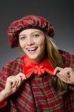 Kobieta jest ubranym tradycyjną szkocką odzież obraz royalty free