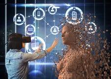 Kobieta jest ubranym VR szkła podczas gdy dotykający 3d istoty ludzkiej Obraz Royalty Free