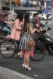Kobieta jest ubranym zdrowie maskę, Szanghaj Zdjęcia Royalty Free