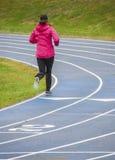 Kobieta Jogging Na Chłodno dniu Obrazy Stock