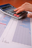 kobieta kalkulatorska jednostek gospodarczych Zdjęcia Royalty Free