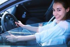 Kobieta kierowca w samochodzie obraz stock