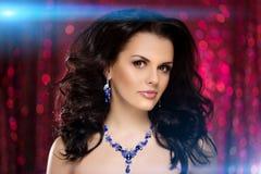 Kobieta klubu światła bawją się tło Dancingowej dziewczyny Długie włosy Fala Obraz Royalty Free