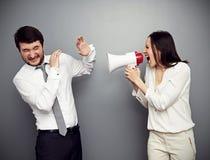 Kobieta krzyczy w megafonie przy mężczyzna Zdjęcia Stock