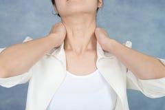 Kobieta która naramiennego ból obraz stock