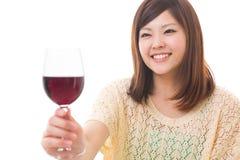 Kobieta która pije wino Fotografia Royalty Free
