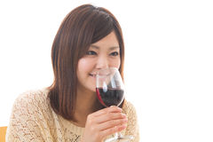 Kobieta która pije wino Zdjęcia Royalty Free