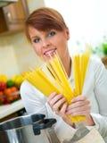 kobieta kuchennych zdjęcie stock