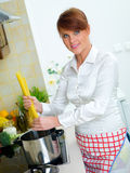 kobieta kuchennych fotografia royalty free