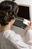 Kobieta Kupuje Online Z Kredytową kartą Fotografia Stock