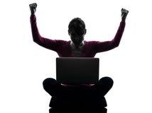 Kobieta laptopu szczęśliwa wygrana oblicza sylwetka Obrazy Royalty Free