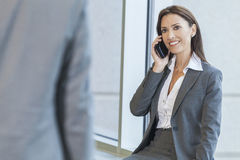 Kobieta lub Bizneswoman Używać Telefon Komórkowy Obraz Stock