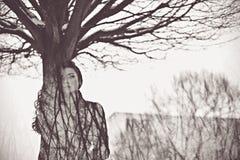 Kobieta lubi drzewnego sztuki pojęcie Obraz Royalty Free