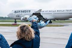Kobieta mówi Odprasowywać dziewczyny Boeing 747 Ed siłę Jeden do widzenia Obrazy Royalty Free